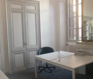 Open Space  4 postes Location bureau Rue du Chai des Farines Bordeaux 33000